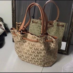 Michael Kors Bags - EUC Michael Kors Bag.